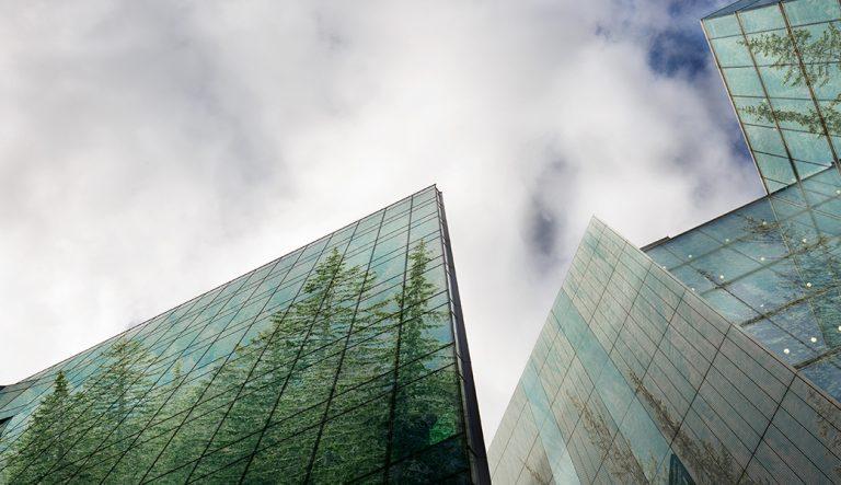 Edificio y cielo